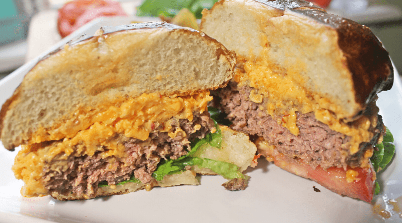Pimento Cheese Burger with locally sourced ground beef from Hoien Farms. #shopar #freshgroundbeef #cheeseburger